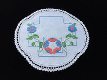 Load image into Gallery viewer, 1930/40s Australian Vintage Hand Embroidered Linen Doily with Red and Blue Flowers and a White Crochet Lace Edging