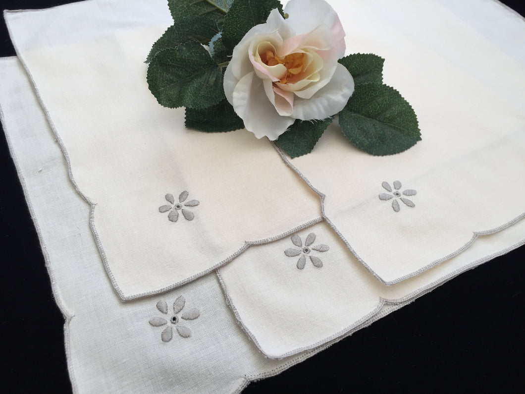 A Set of 4 Vintage Hand Embroidered Ivory/Ecru Cotton Linen Napkins