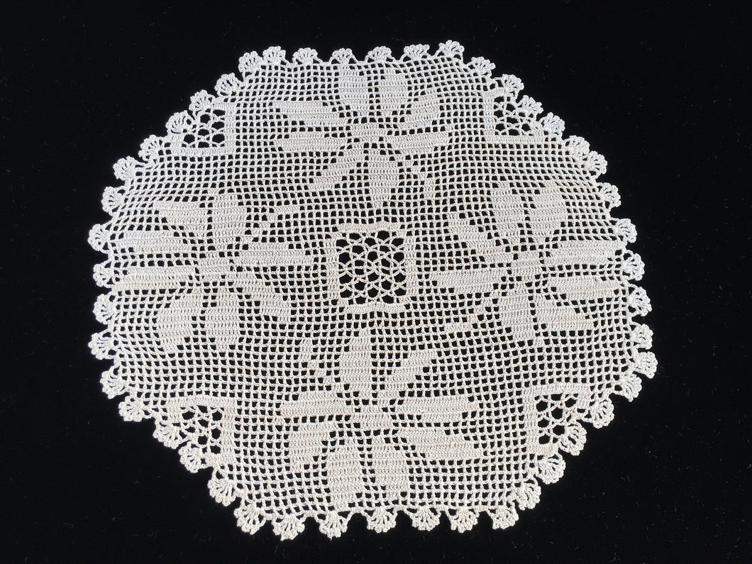 Vintage Poinsettia Christmas Flowers Ivory Coloured Filet Crochet Lace Doily