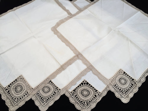 A Set of 4 Large UNUSED Vintage Cotton Linen Napkins with Ecru Crochet Lace Corners and Edging