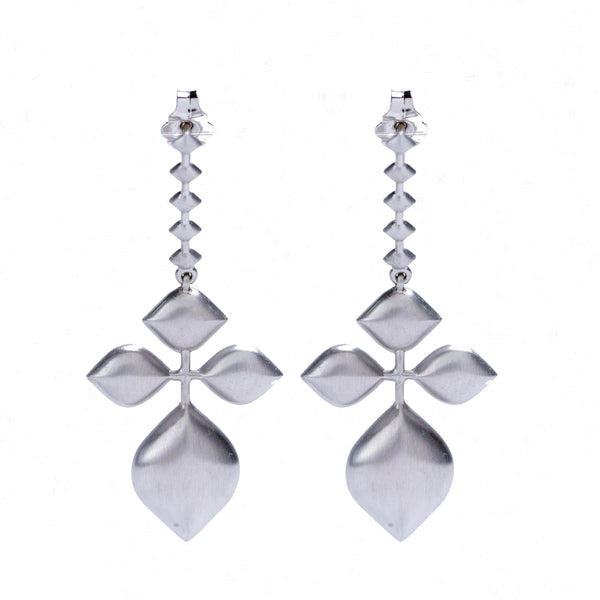 SINGLE PETAL EARRING WHITE GOLD