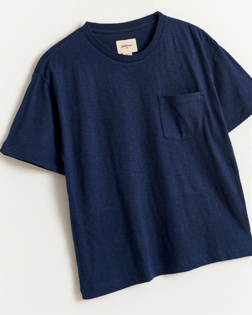navy blue short sleeve t-shirt with side pocket close up