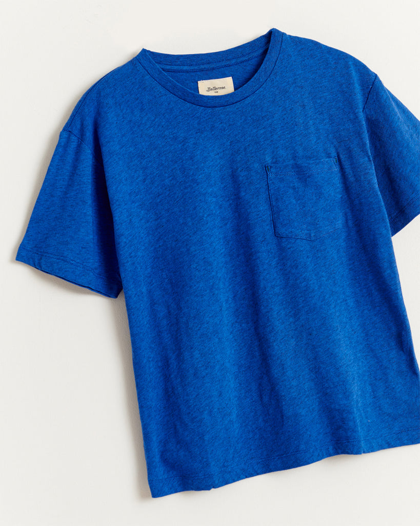 blue short sleeve t-shirt with side pocket close up