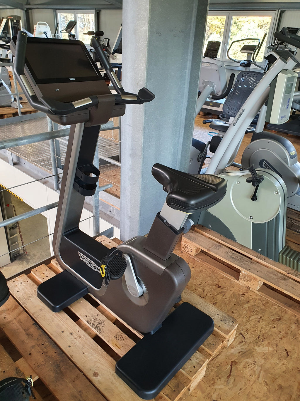TECHNOGYM ARTIS Unity Upright Bike Fahrrad Ergometer Fitness Studio Gym