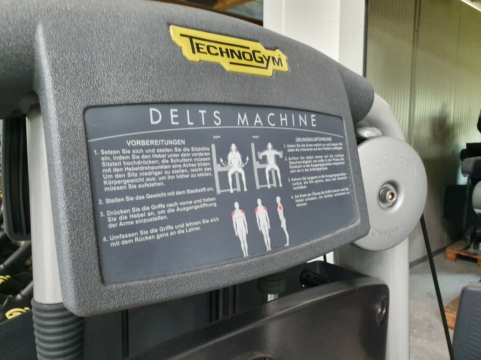 TECHNOGYM Selection Line Delts Deltoid Schulter Seithebe Maschine Fitness Gym