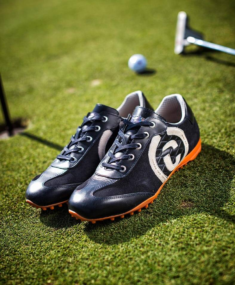 Kuba navy shoe on golf course with golf ball