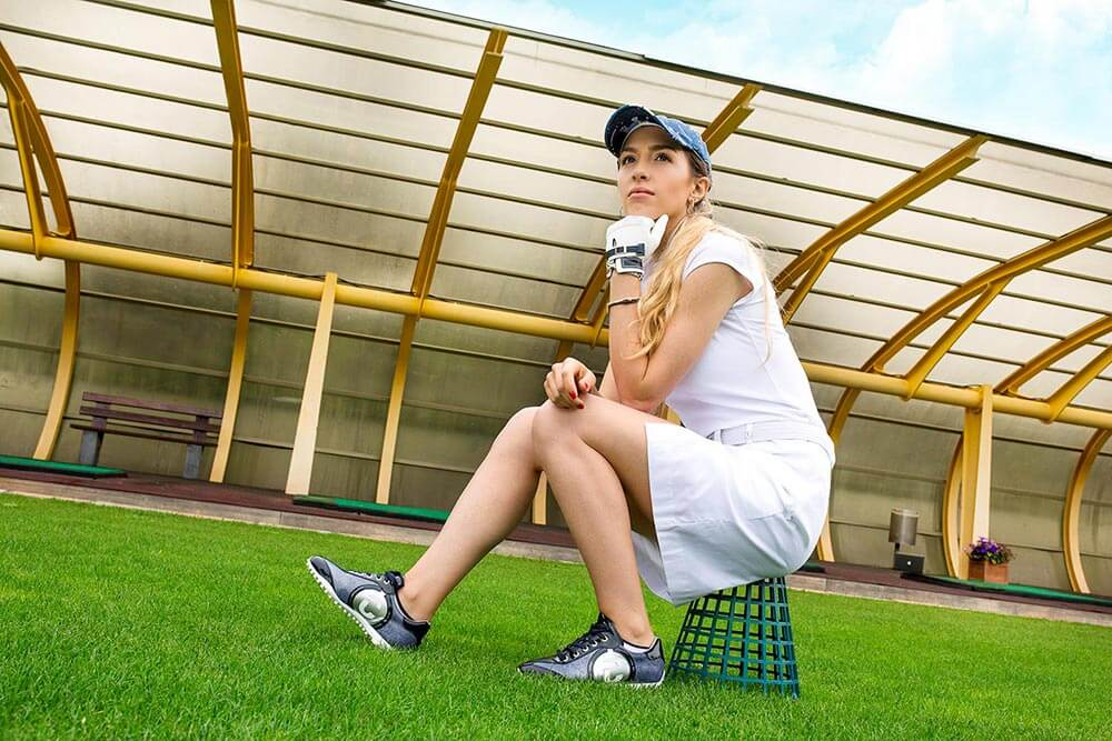 woman wearing Duca del Cosma Kubana navy golf shoe