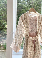 Load image into Gallery viewer, Mom Flower Robe * Preorder