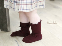 Load image into Gallery viewer, Burgundy Bloombebe Frill Socks * Preorder