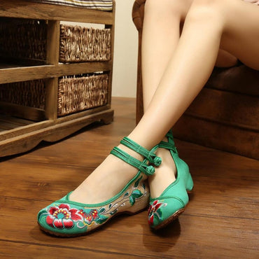 Vintage Flowers Embroidery flat Shoes