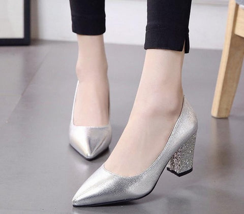 Low-heeled shoes  pointed  coarse  black sequined shoes