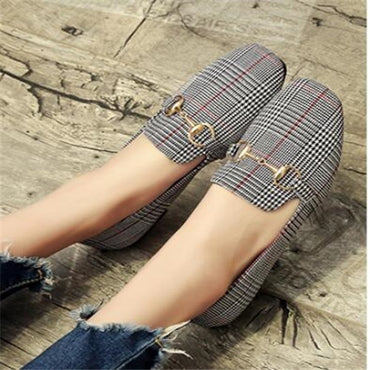 New Retro Women Flat Shoes Tartan Design Round Top Metal Button Flat Shoes