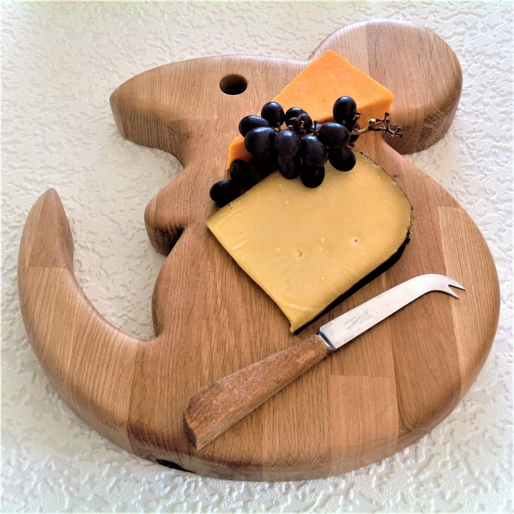 GIANT SERVING/CHEESE BOARD. Solid oak. Mouse shaped.