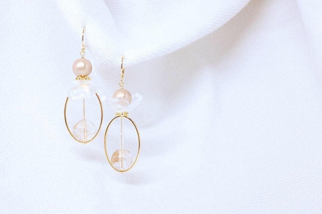<The Pearl> Flower in the fog oval earrings