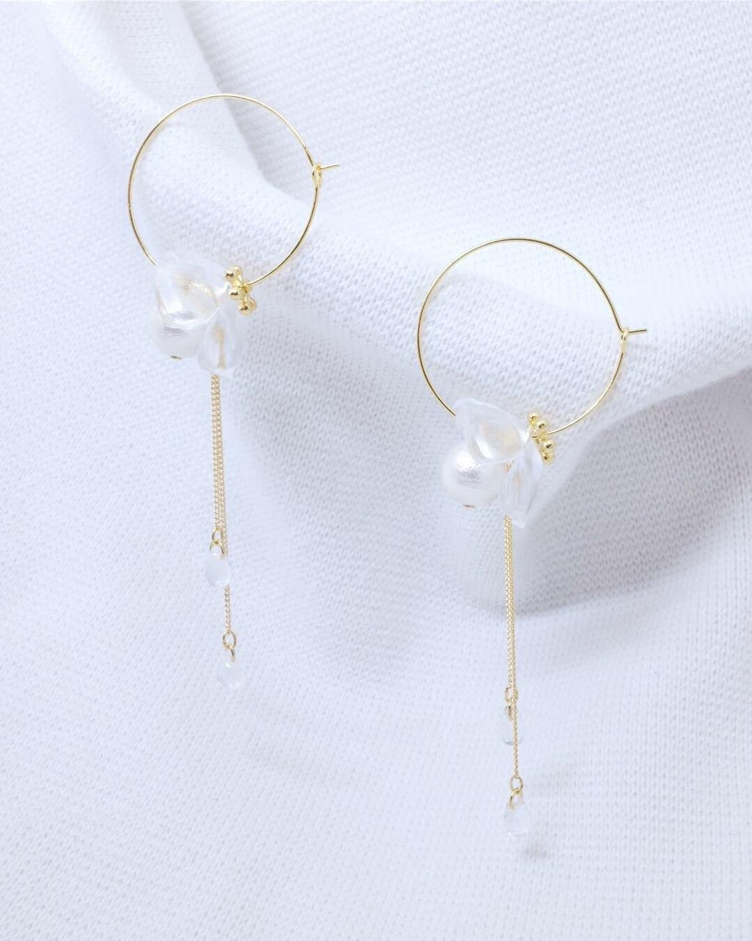 <The Pearl> Flower in the fog earrings