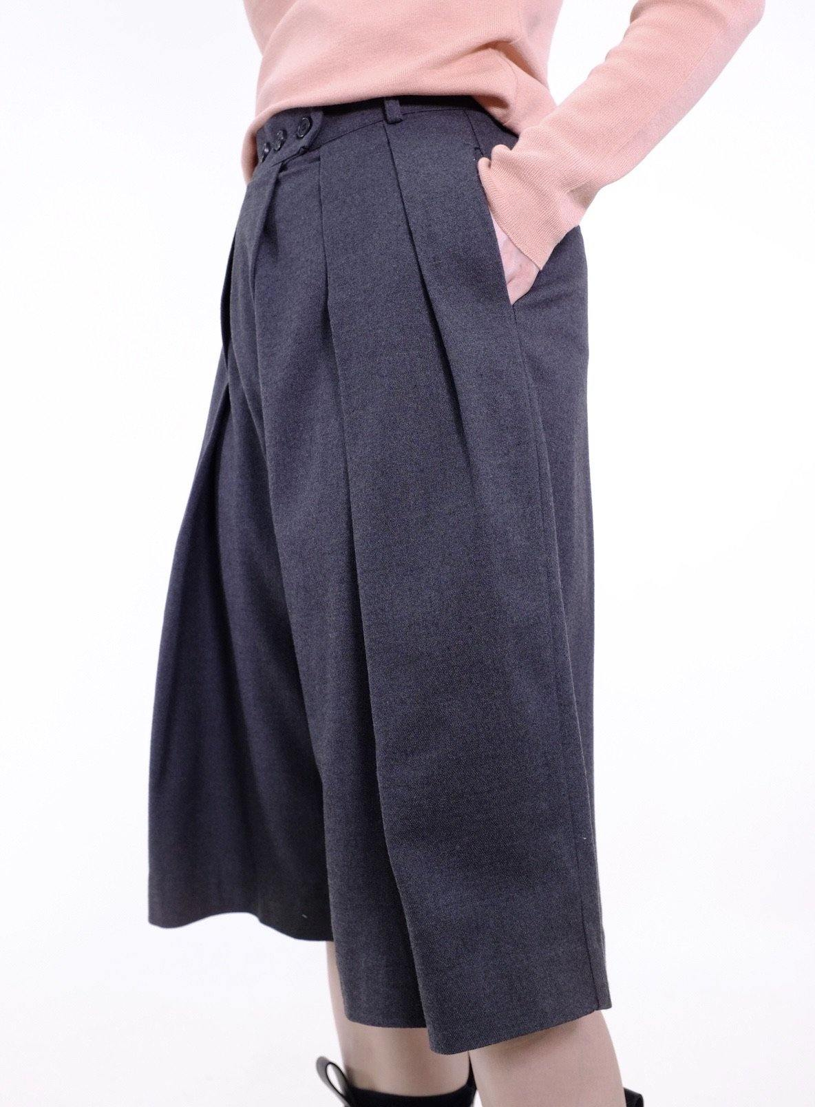 Wool-blend pleated capri