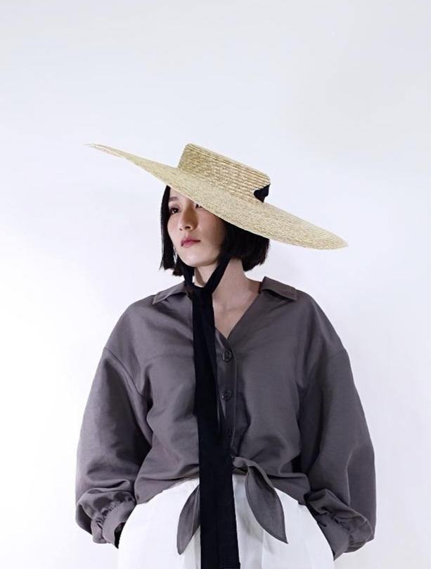 Wide Collared half ribbon monarch hat