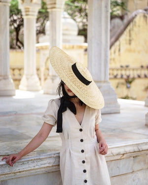 Wide Collared round ribbon monarch hat