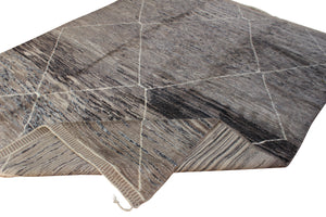 Large moroccan rug grey and brown with white lines. Free shipping in Canada and worldwide