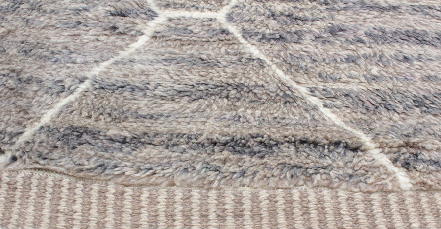 Large moroccan rug gray and brown with white lines. Free shipping in Canada and worldwide