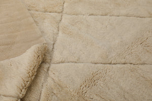 Moroccan rug: cream beige color, fluffy and soft rug, 100% natural wool, handmade in Morocco, Mrirt, Beni Ourain, Moroccan rug, can be used as living room rug, bedroom rug, and dining room rug