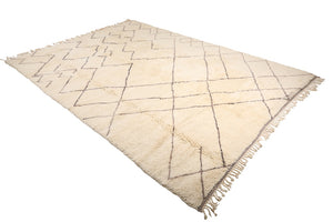 Moroccan Rug: white rug, grey irregular lines, 100% natural wool, handmade in Morocco, Mrirt, Moroccan rug, can be used as living room rug, bedroom rug, and dining room rug