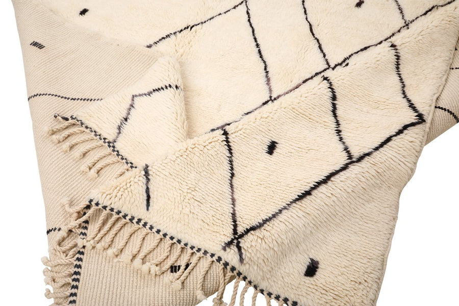 white rug, black lines and dots, moroccan rug handmade with 100% natural wool, soft and cozy rug for living room, bedroom. beni ourain, mrirt