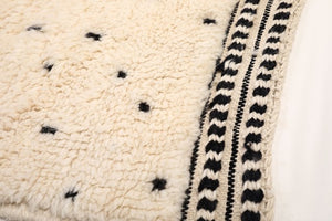 polka dots moroccan rug, white rug with black dots, handmade in Morocco with 100% natural wool, beni ourain, mrirt rug, can be used as living room rug, bedroom rug