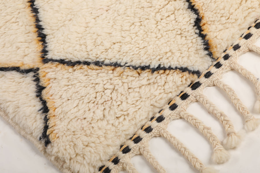 white rug with black and yellow lines, moroccan rug handmade with 100% natural wool, soft and cozy rug, beni ourain, mrirt, bedroom rug, living room rug