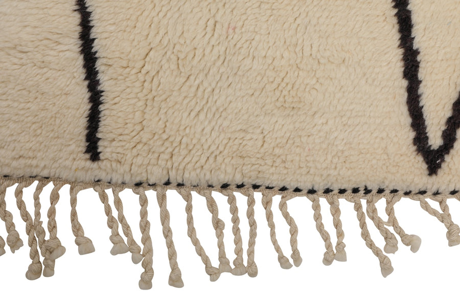 Moroccan Rug - white beni ouirane, handmade in Morocco, 100% natural wool, black lines and white soft background