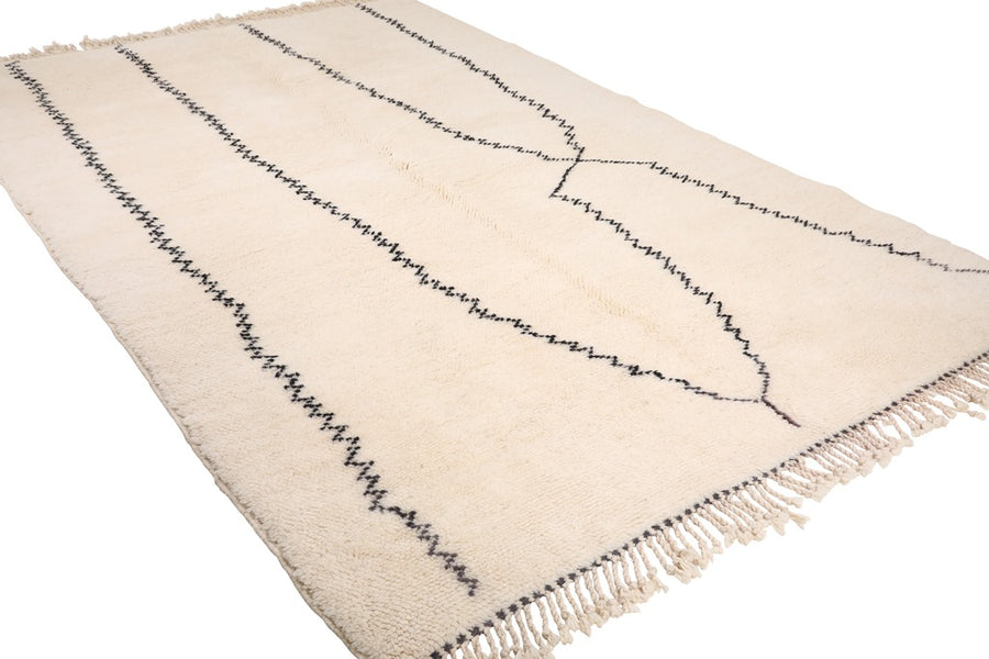 white rug with black irregular lines, moroccan rug handmade with 100% natural wool, soft and cozy rug, beni ourain, mrirt, can be used as living room rug and bedroom rug