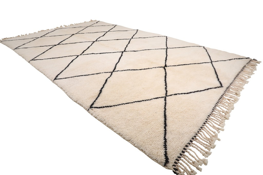 white rug with black diamond, moroccan rug handmade with 100% natural wool, soft and cozy diamond rug, beni ourain, mrirt, can be used as living room rug and bedroom rug