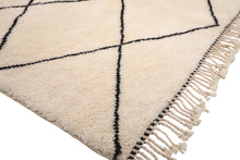 Load image into Gallery viewer, white rug with black diamond, moroccan rug handmade with 100% natural wool, soft and cozy diamond rug, beni ourain, mrirt, can be used as living room rug and bedroom rug