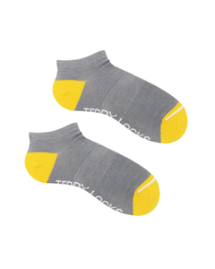 Light grey ankle socks with yellow heel and toe. Ecofriendly socks for men. Sustainable socks for women.