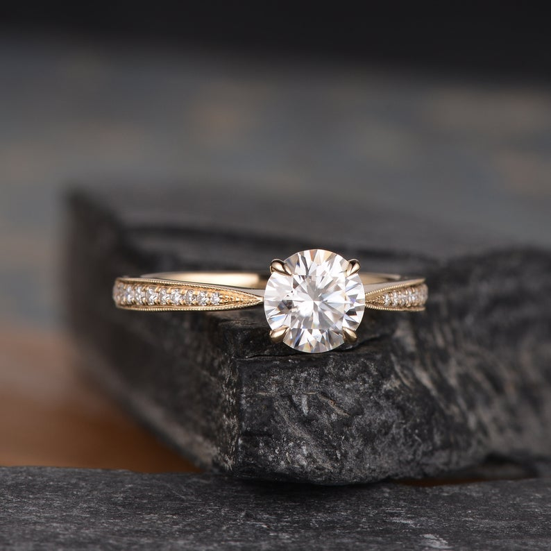 Round Cut Moissanite, Classic Design