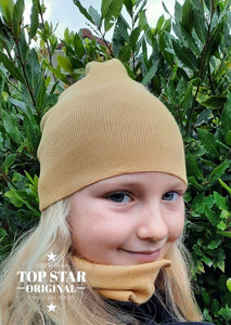 Girl´s mustard hat and neck warmer Hats