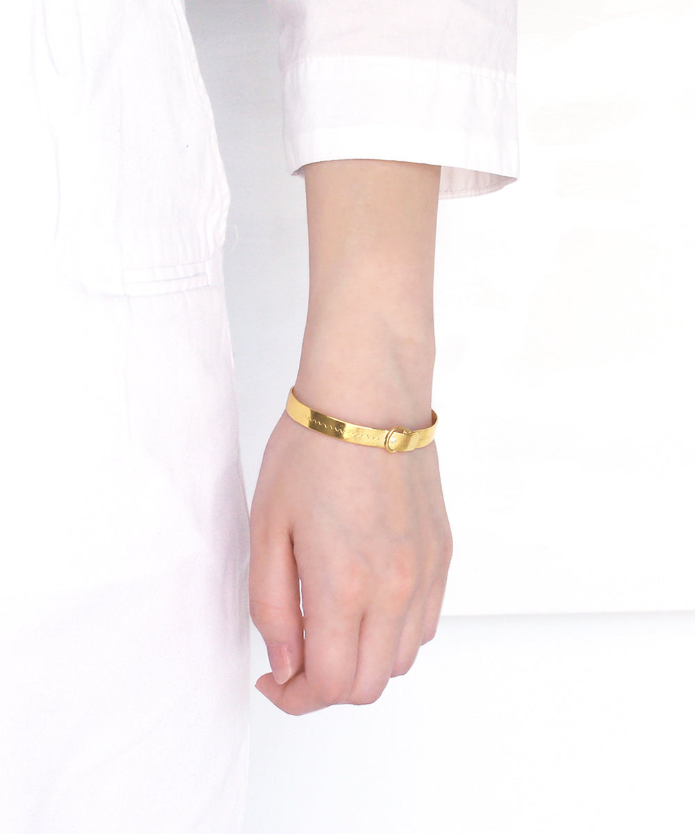 k24 gold plated / cubic zirconia buckle bangle