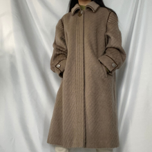 Load image into Gallery viewer, Lama Coat light brown