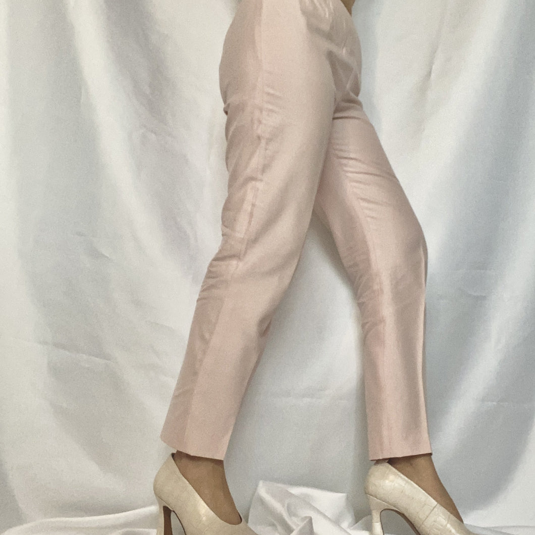 High Waist Chino Trousers in Powder Pink from the brand Max Mara. You can buy second-hand thrifted designer vintage at Thrifted-Vintage.comHigh Waist Chino Trousers in Powder Pink from the brand Max Mara. You can buy second-hand thrifted designer vintage at Thrifted-Vintage.com