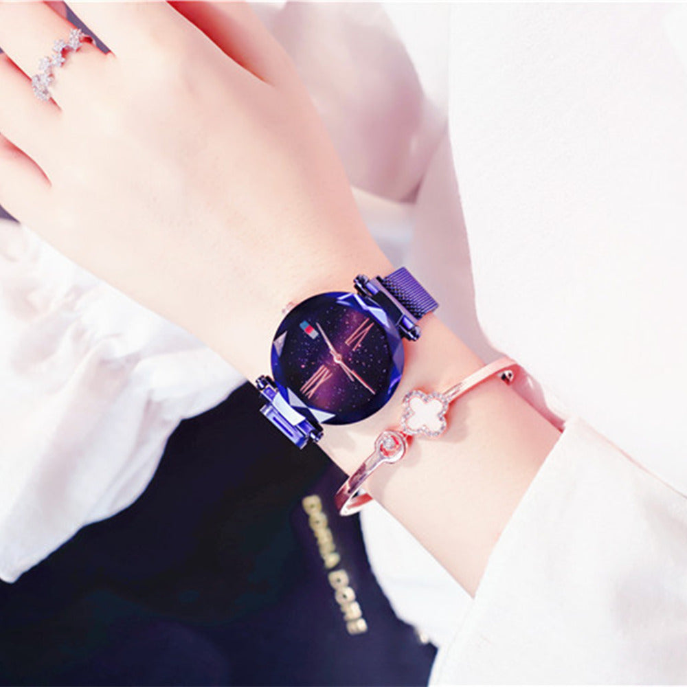 Deffrun Magnetic Attraction Clasp Women Wrist Watch