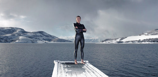 Triathlete Laura Siddall dives into bath wearing deboer wetsuit