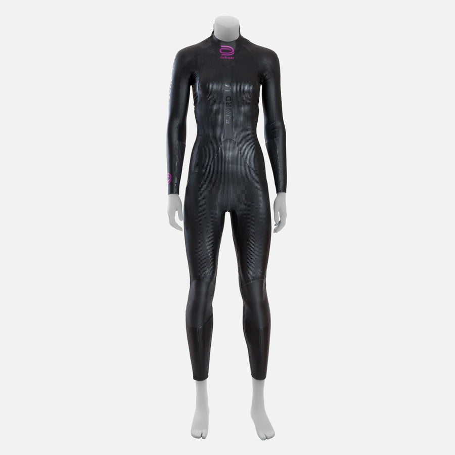 deboer Fjord 1.0 triathlon and open water swimming elite race wetsuit.  Women's.  Front view. Black with purple deboer logo