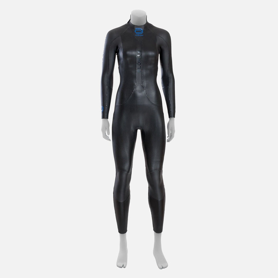 deboer Floh 1.0 triathlon and open water swimming elite race wetsuit.  Women's.  Front view. Black with blue deboer logo