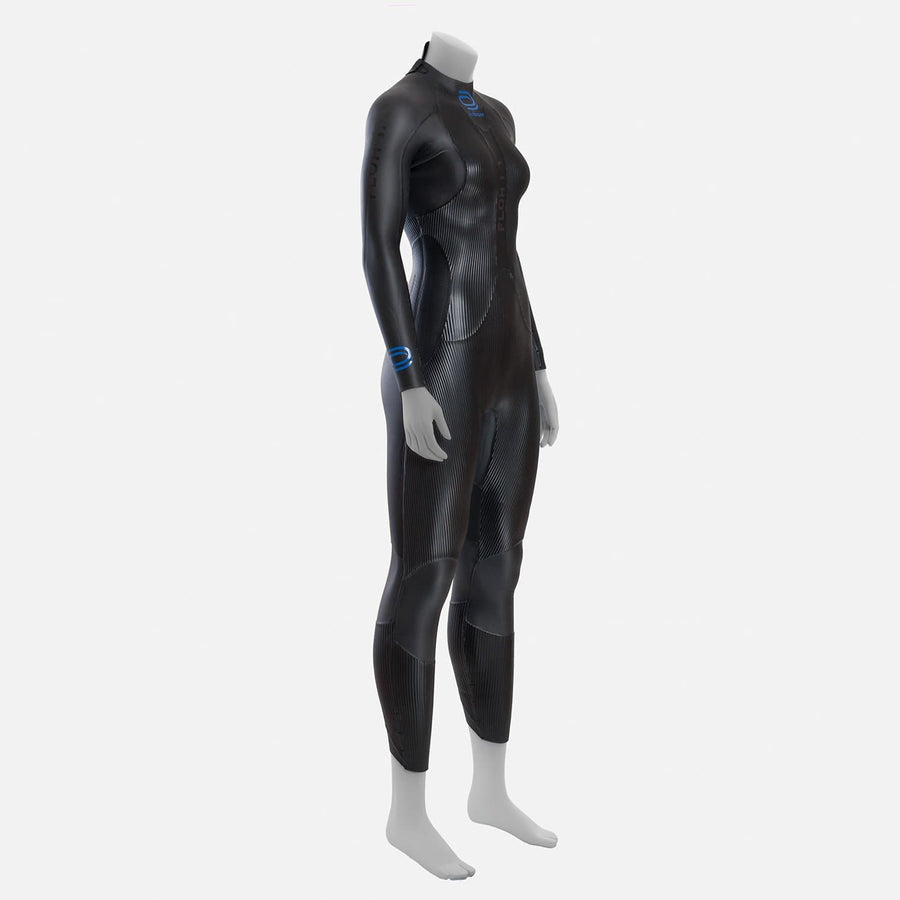 deboer Floh 1.0 triathlon and open water swimming elite race wetsuit.  Women's.  Front side view. Black with blue deboer logo