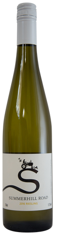 The appealing young riesling combines floral and lemony varietal aroma. The soft but lively, fresh palate reflects the aroma. It finishes dry and pleasantly tart.