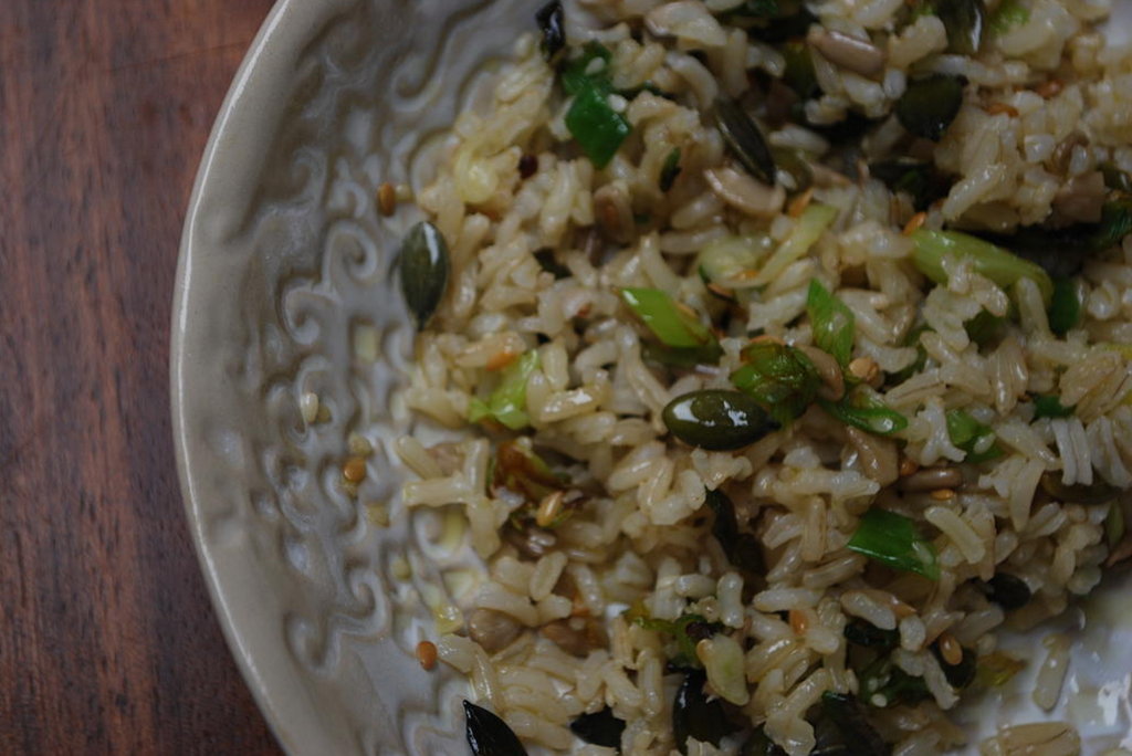 Brown rice with spring onions and seeds