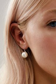 MILLIE - WHITE GOLD SINGLE PEARL EARRINGS