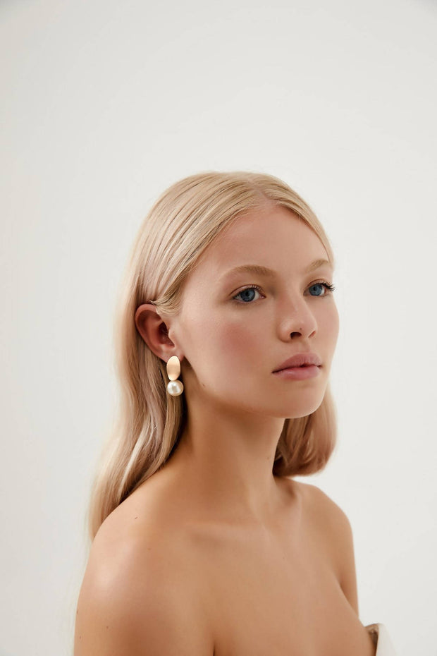 KALLISTA - ROSE GOLD PEARL DROP EARRINGS