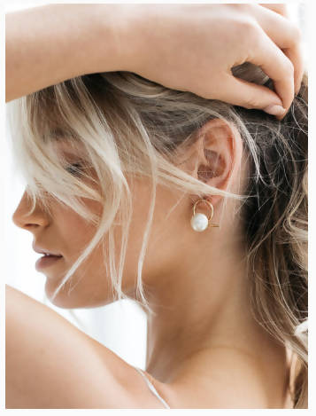 AIRLIE - 18K GOLD RIBBON WITH PEARL EARRINGS