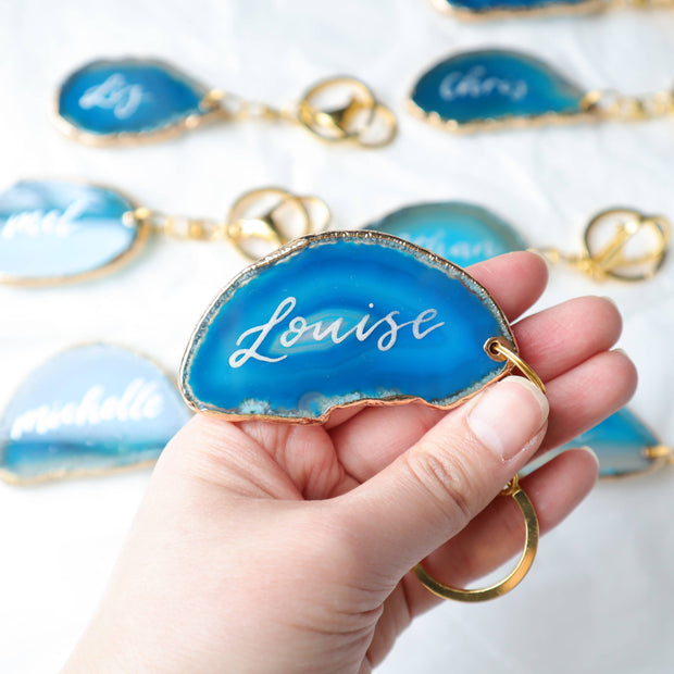 Sea Blue Key Ring Agate Slice Place Cards with Calligraphy, Wedding Agate Slices, Place Cards, Wedding Decor